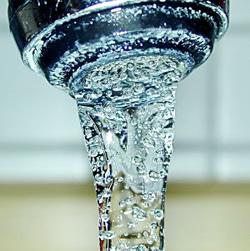 Trabajos de cambio de válvula mejorarán el suministro de agua en Panamá Oeste.