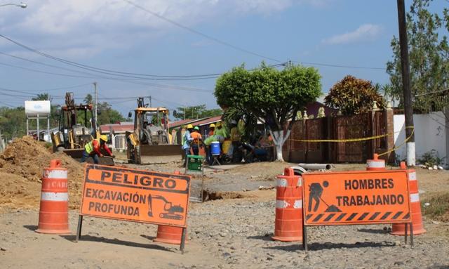 Trabajos de reubicación de líneas de agua potable en David