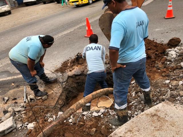 Personal del IDAAN en Los Santos corrige falla en línea de 8 pulgadas