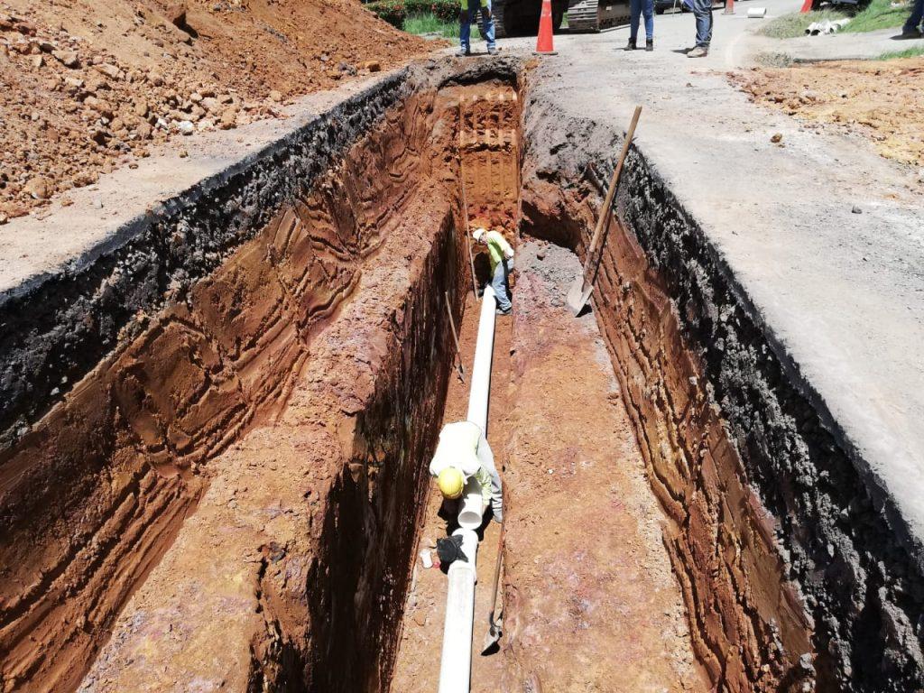 Reubicación de tuberías en el sistema de distribución de agua potable de Volcán centro