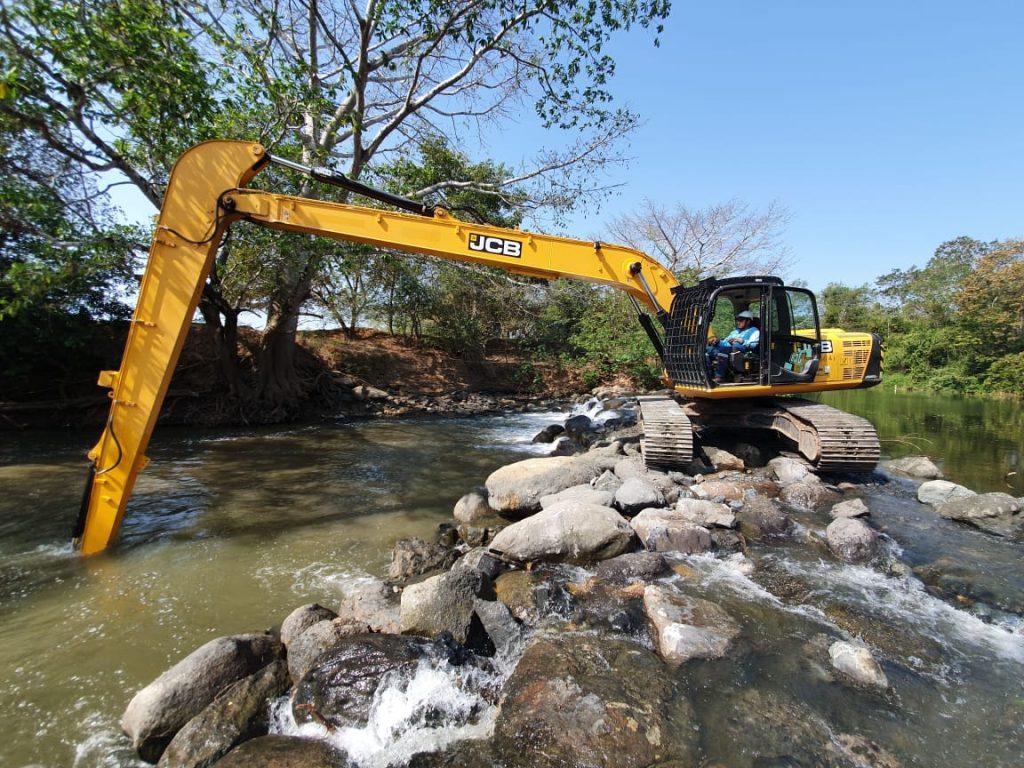 IDAAN en Herrera realiza trabajos de dragado de ríos para garantizar abastecimiento de agua potable
