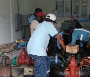 Técnicos trabajan para restablecer el servicio en Villa Limón en Colón.